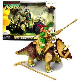 Playmates Year 2006 Teenage Mutant Ninja Turtles TMNT Paleo Patrol Dino Runners Series Action Figure Playset   RAPH aka Raphael with TRICERATOPS Plus Battle Lance and Rip Cord Toys & Games