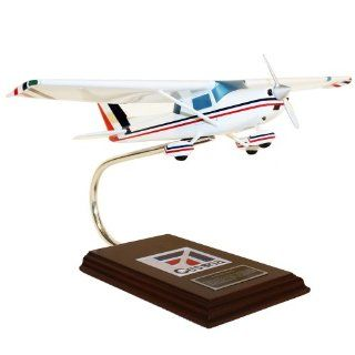 Cessna Model C 150/152   1/24 scale model Toys & Games
