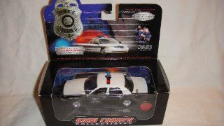 ROAD CHAMPS 143 1 OF 10,000 POLICE SERIES 2 TEXAS STATE TROOPER WITH COLLECTIBLE PIN Toys & Games
